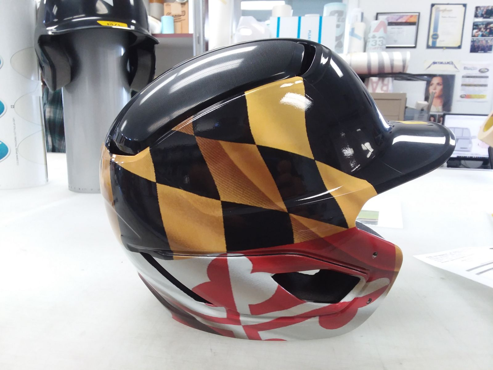 helmet md flag right