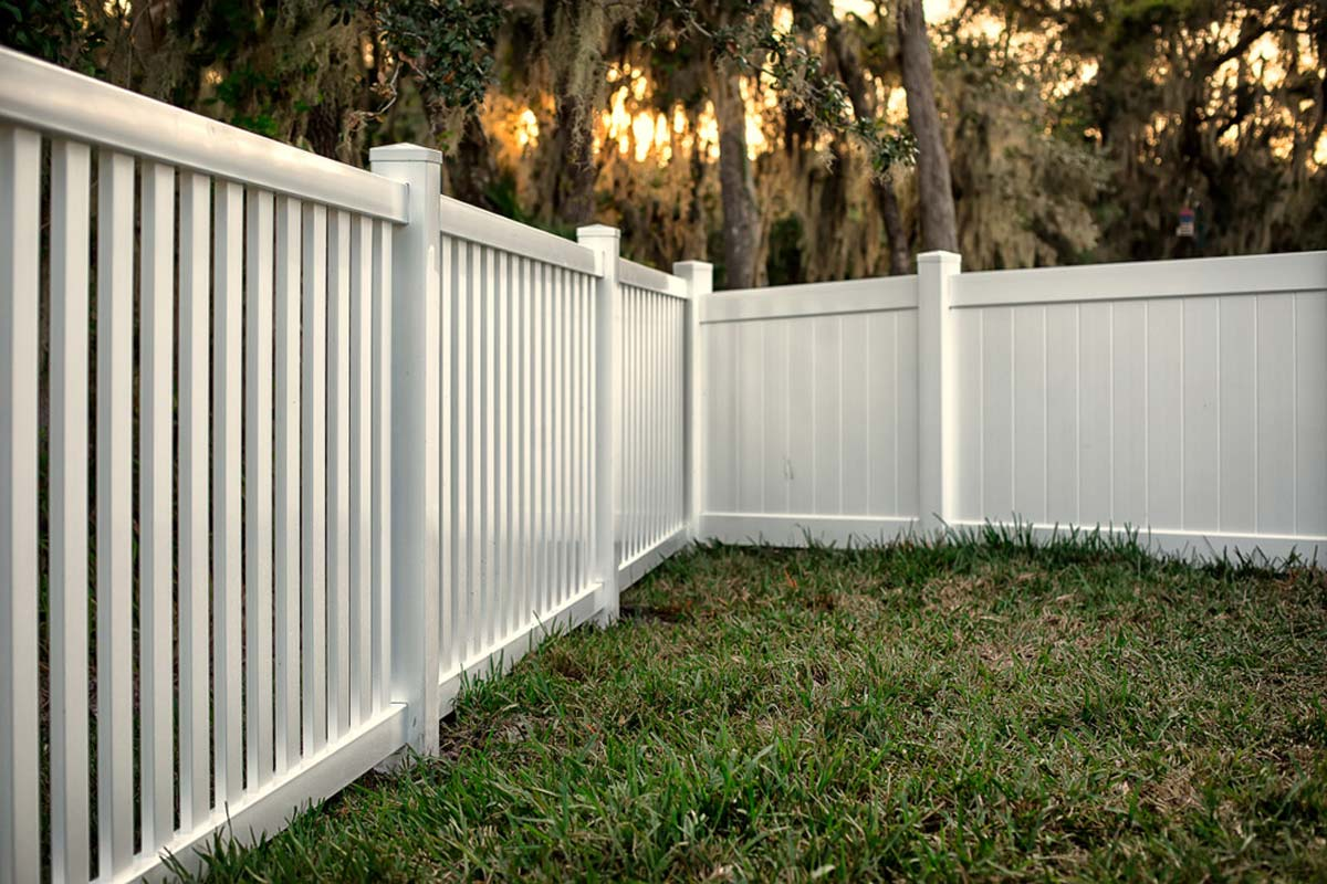 homeguide-6-foot-tall-privacy-fence-mixe
