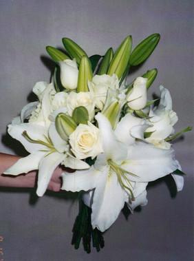 white-lilies-roses-550x739.jpg