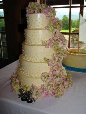 tall-cake-with-pink-flowers.jpg