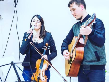 Disfrutamos la música de nuestra profe de violín