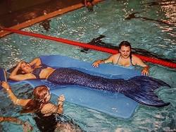 Meerjungfrau im Schwimmbad... Da gibt's was zum staunen..