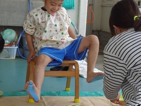 ばら組(年長)手形足形アート