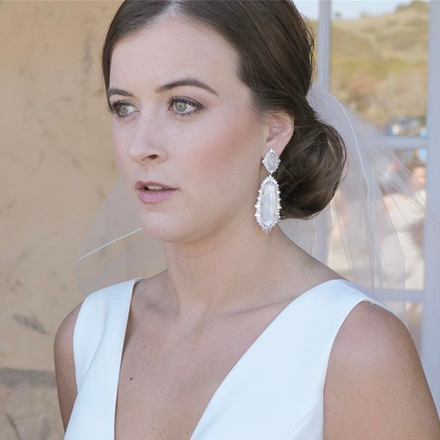 Lovely! 💕🥂 •_•_•_#bride #brides #bridal #bridalmakeup #bridalhair #bridalinspiration #elegantweddi