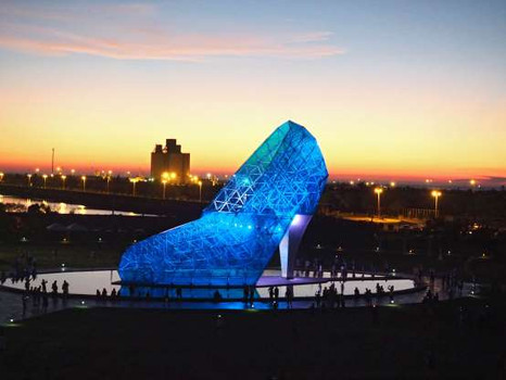 Женская обувь больших размеров стала произведением искусств.