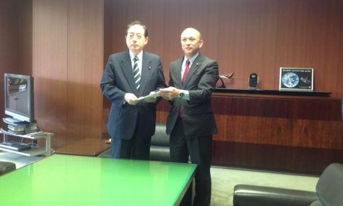 太田国土交通大臣に要望書を提出
