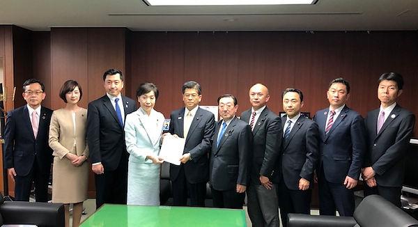 国土交通省で「混雑解消と安全対策」の要望書を石井啓一国土交通大臣に提出させて頂きました!