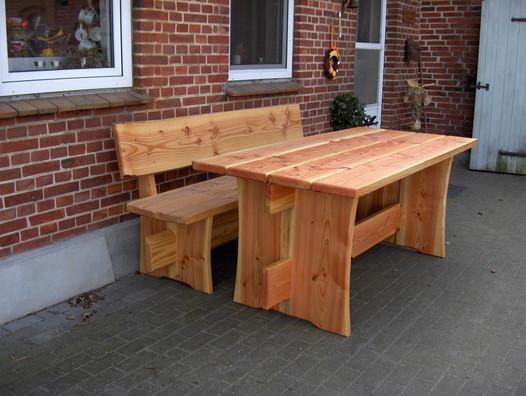 Et bord og en bænk