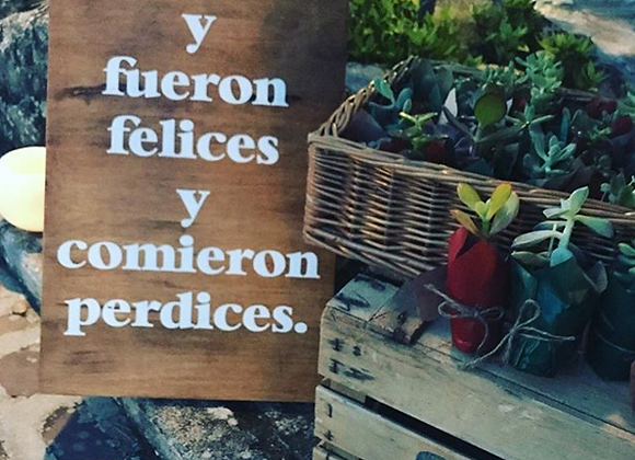 "Cartel ""Y fueron felices y comieron perdices"""