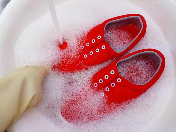 靴 染め方