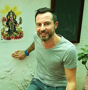 Le massage indien de tradition ayurvédique est à la fois un art de vivre, un art d'être et un système efficace deprévention de la santé. Pour comprendre le massage indien il est indispensable d'acquérir les notions de base de l'ayurvéda.