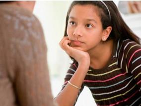 Pais de alunos são condenados a pagar indenização à professora que sofreu ofensas em rede social