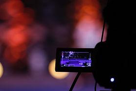 black-video-camera-turned-on-639090.jpg