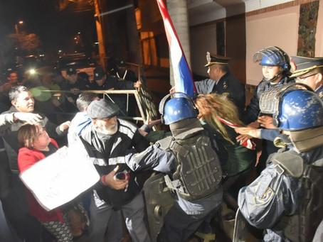 Sindicato de Paraguay denunció acoso sexual y agresión a reportera por parte de un comisario