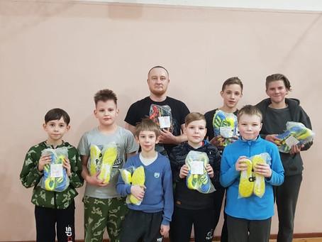 Подарил к Рождеству спортивную обувь детям из Петрозаводска( Карелия )