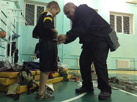 Ежи снова на Донбассе у детей сирот!