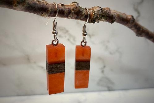 Oranje en houten hangers