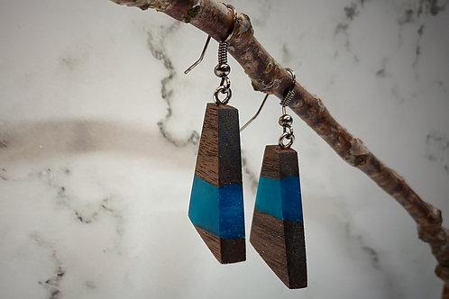 Hout en blauwe epoxy driehoek