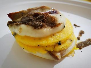 Millefoglie di polenta, tartufo e funghi porcini