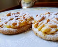 Crostatina integrale con crema al limoncello e pinoli