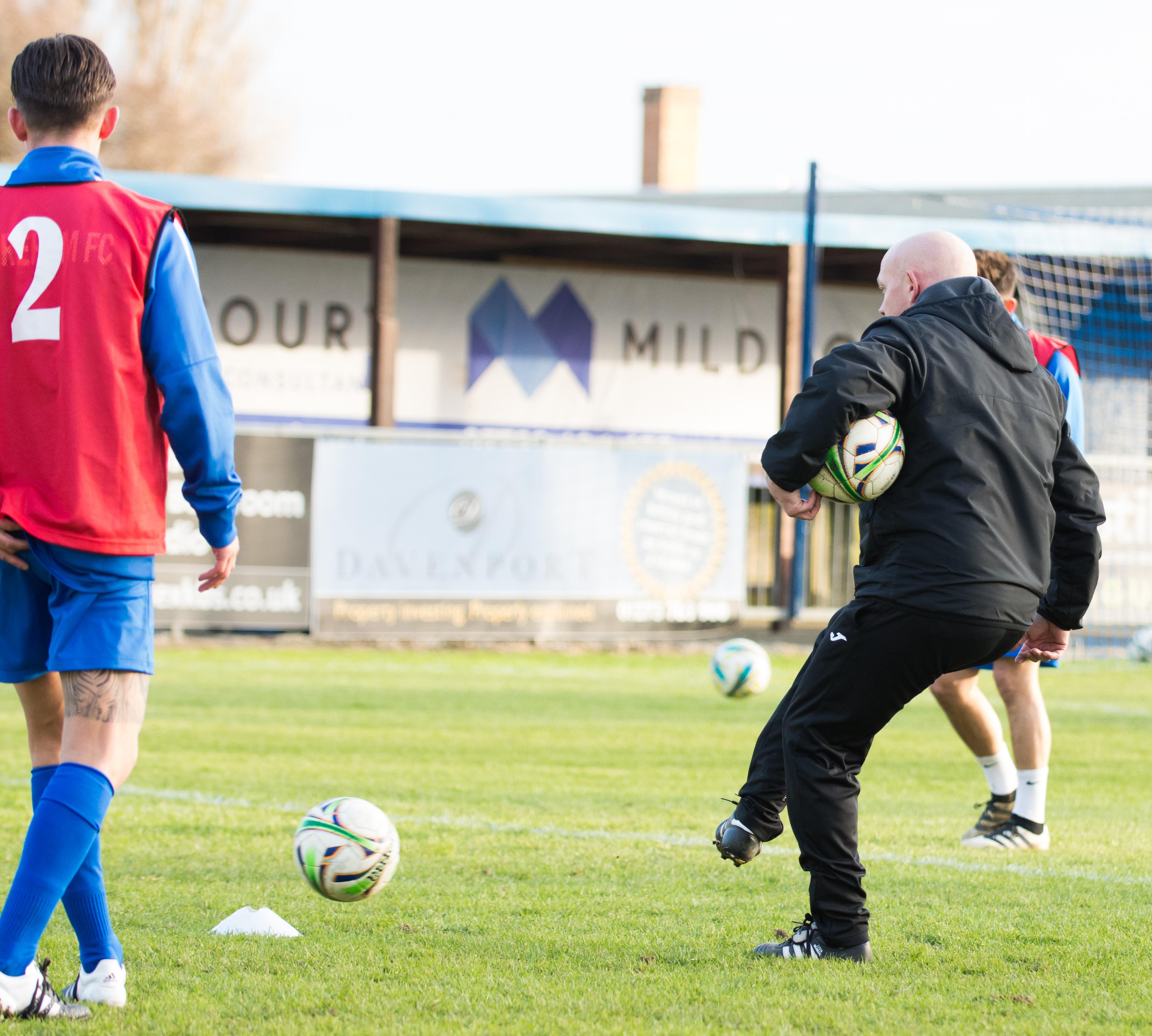 Shoreham FC vs Molesey FC 02.12.17 18