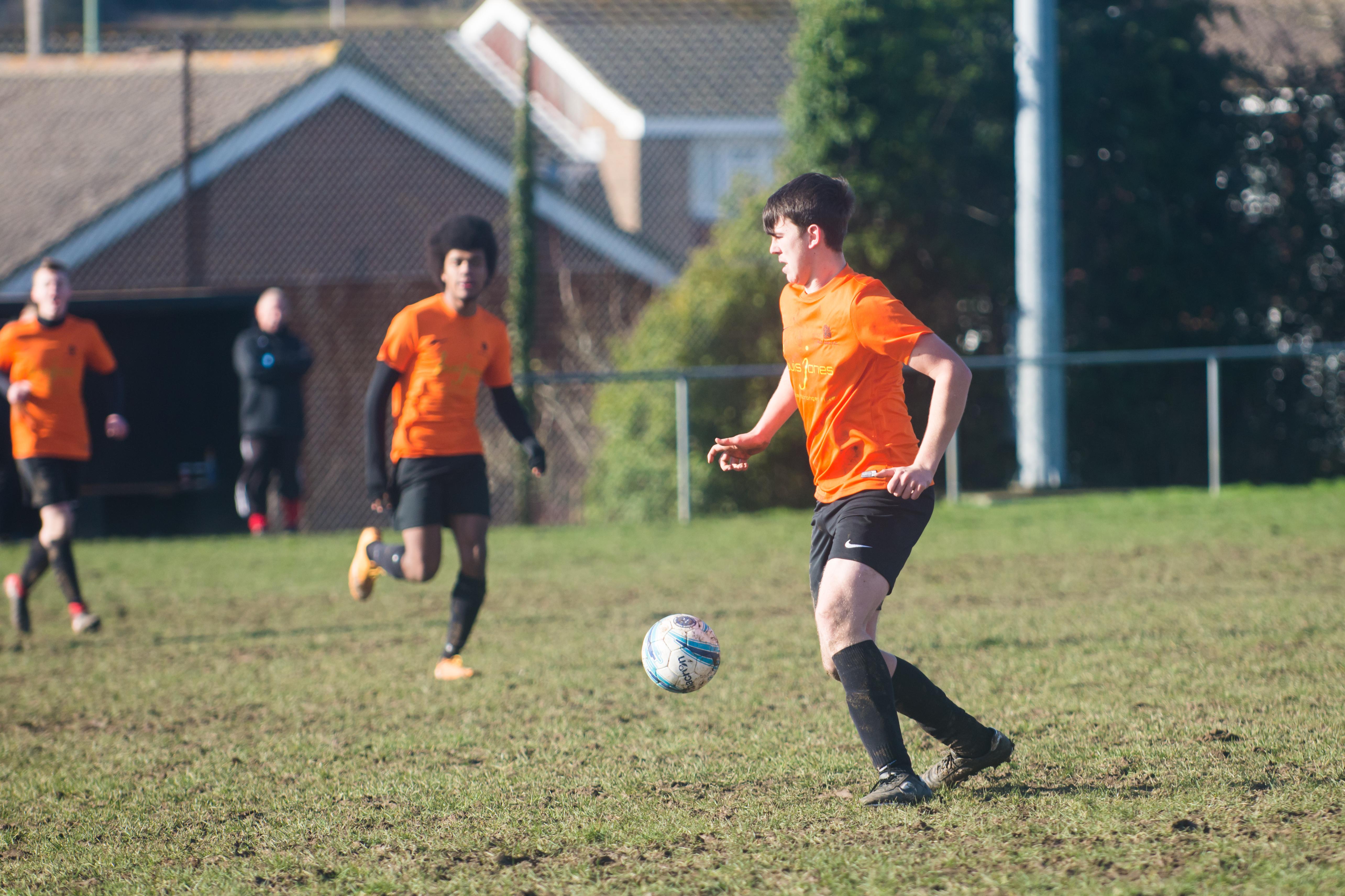 Mile Oak FC U18s vs Newhaven FC U18s 04.02.18 36
