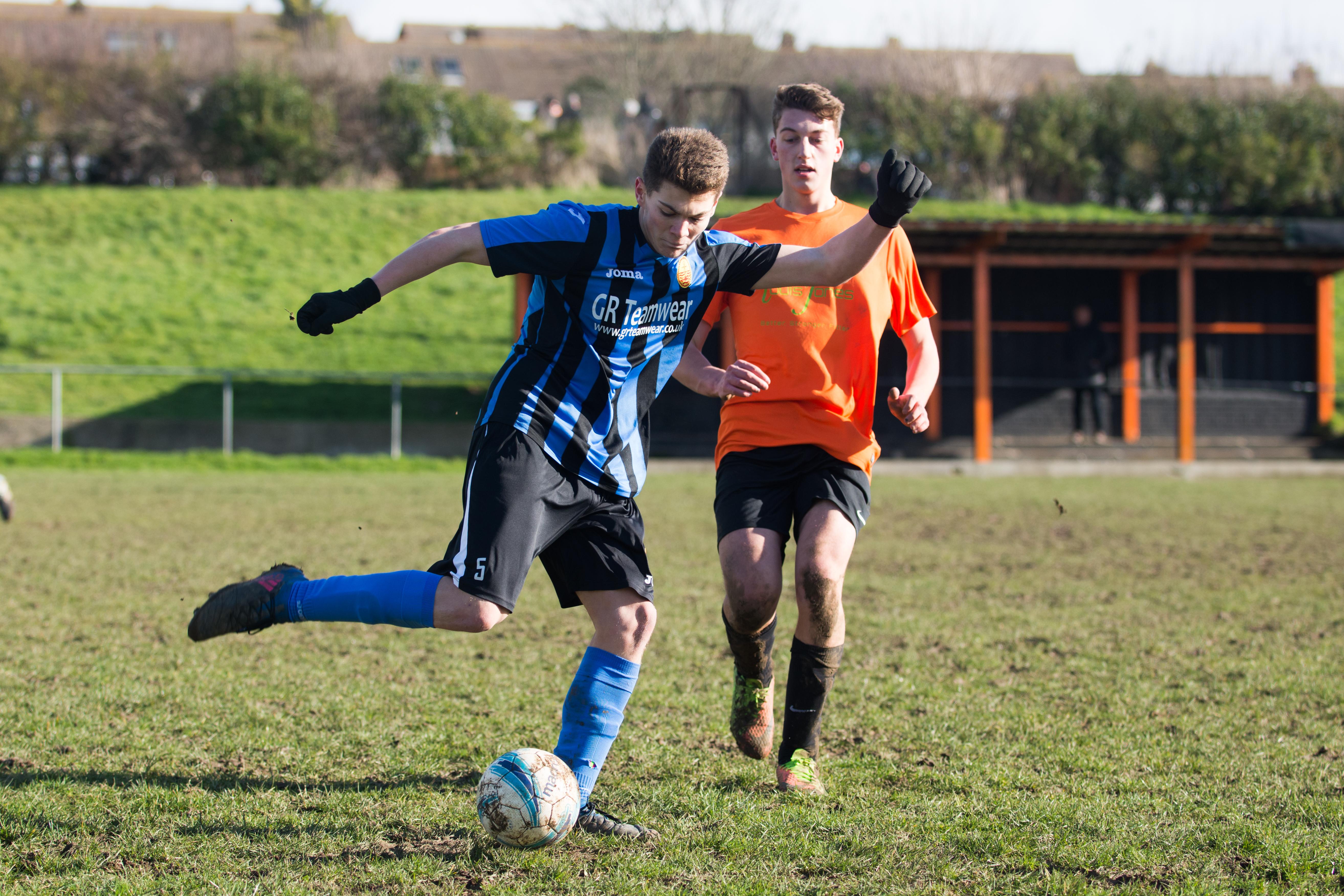 Mile Oak FC U18s vs Newhaven FC U18s 04.02.18 34
