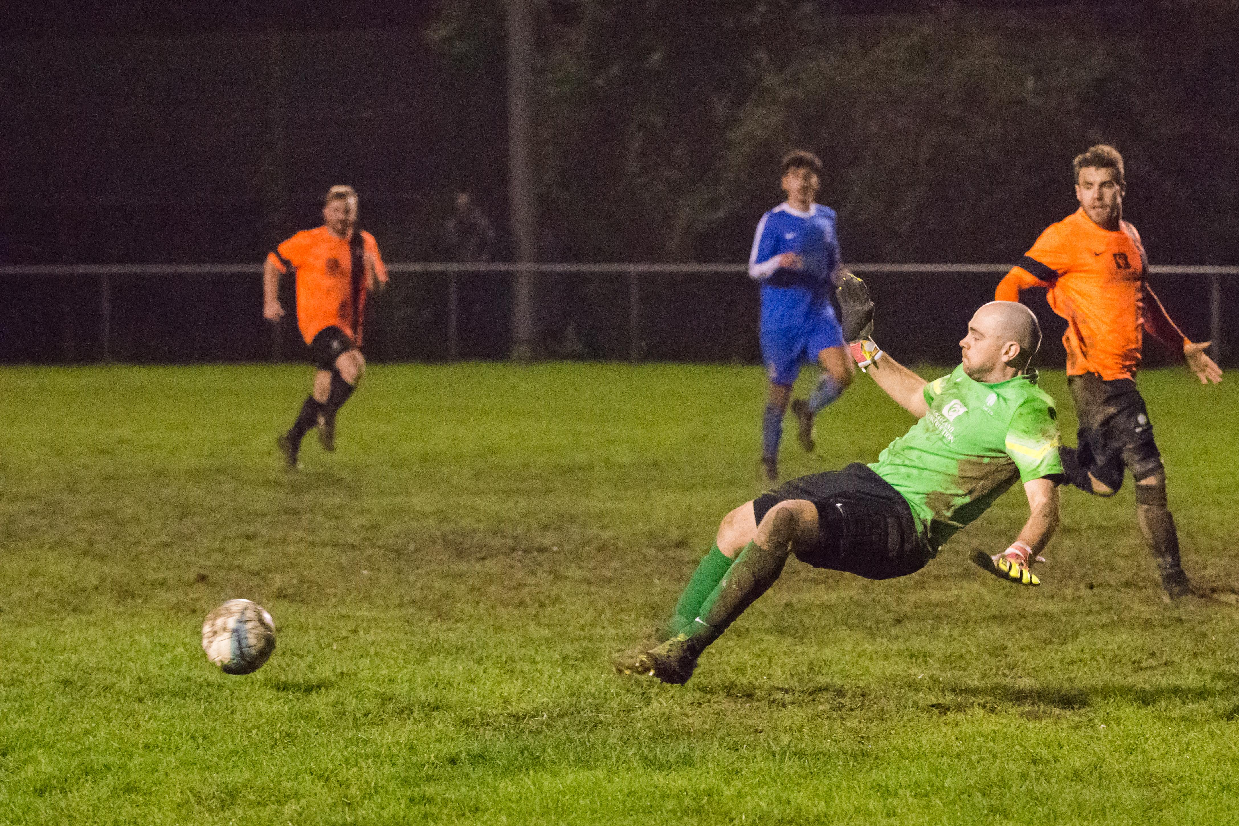 Mile Oak FC vs Oakwood FC 30.12.17 34