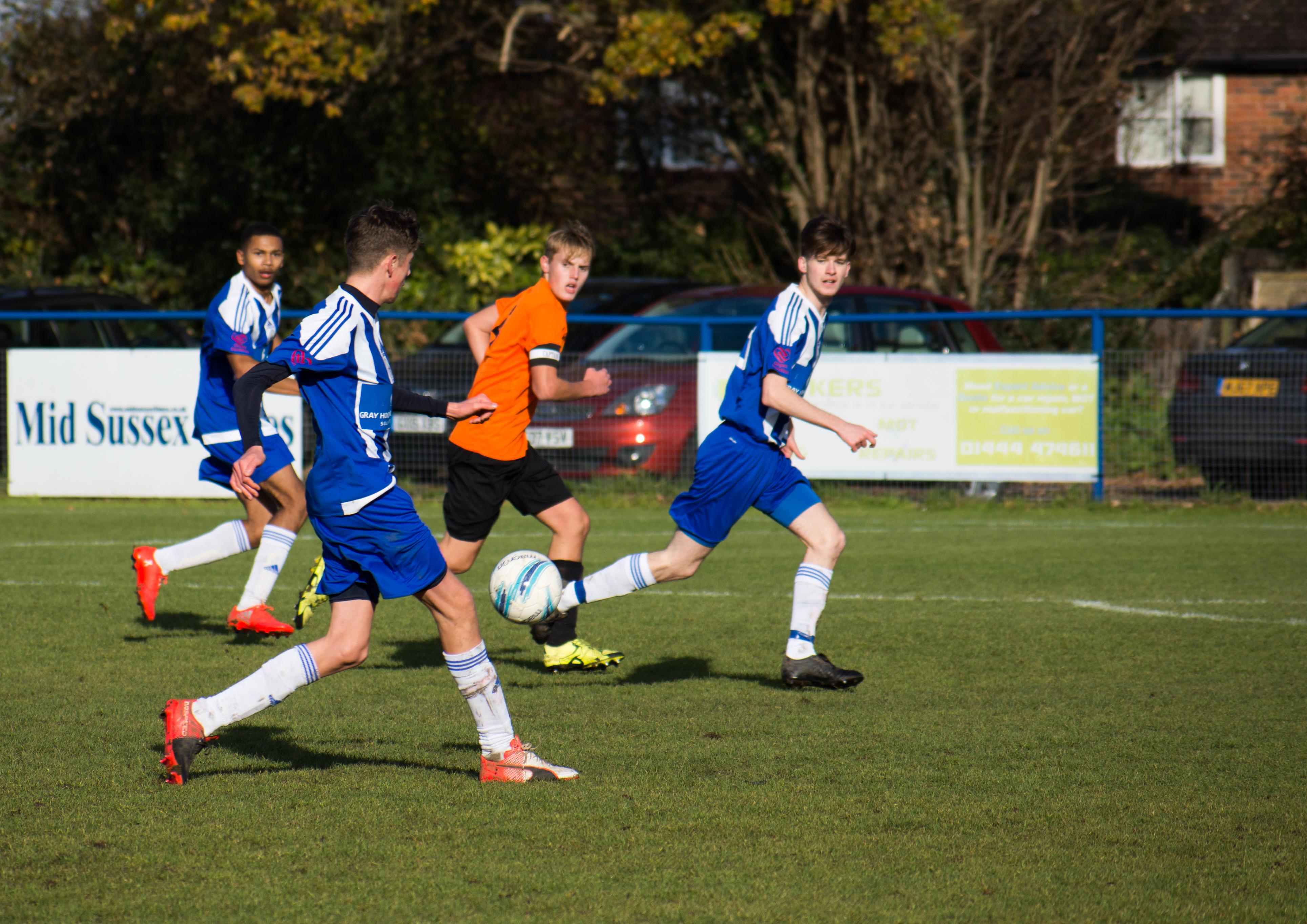 Mile Oak U18s vs Haywards Heath U18s 19.11.17 45
