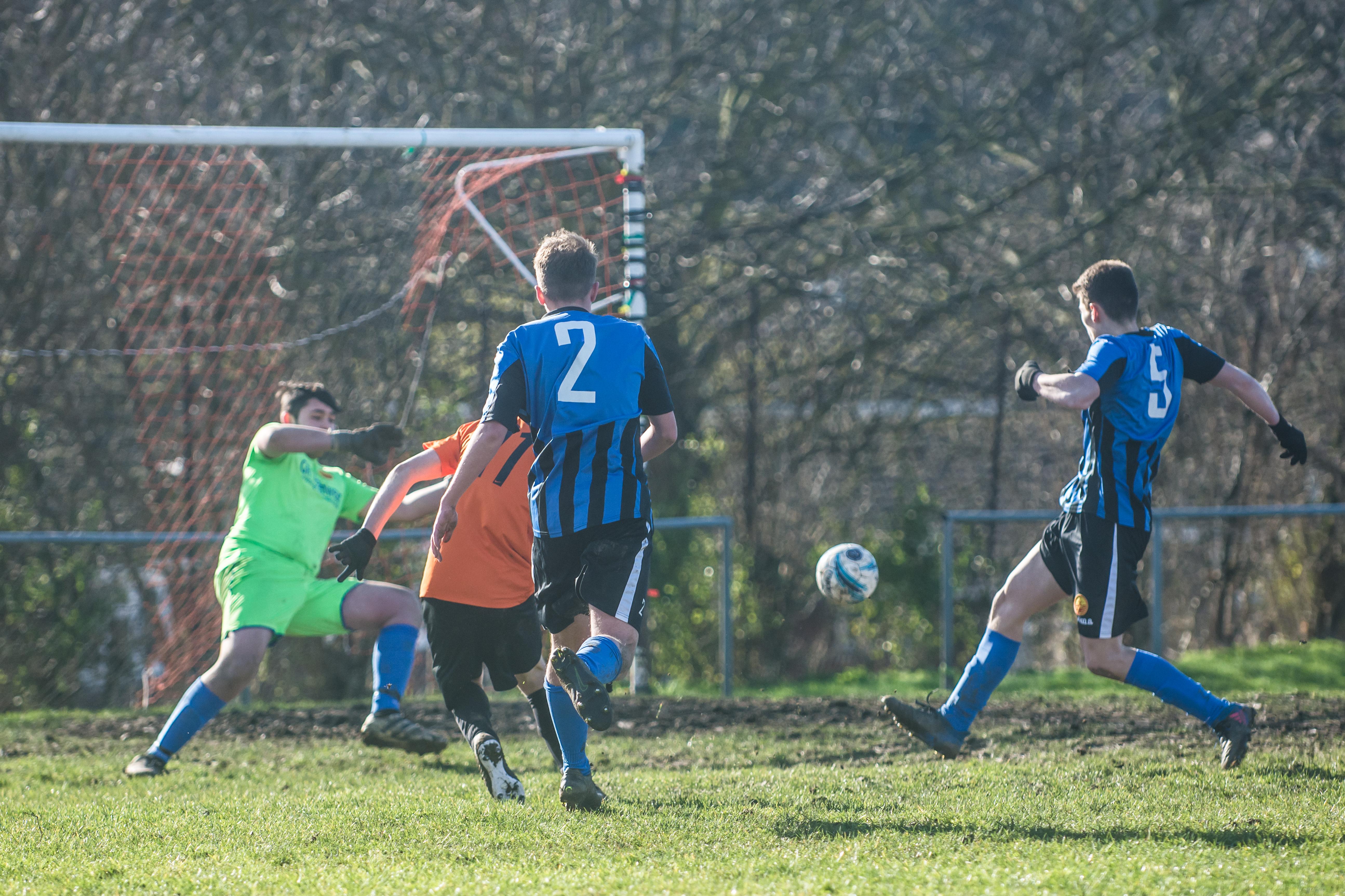 Mile Oak FC U18s vs Newhaven FC U18s 04.02.18 40