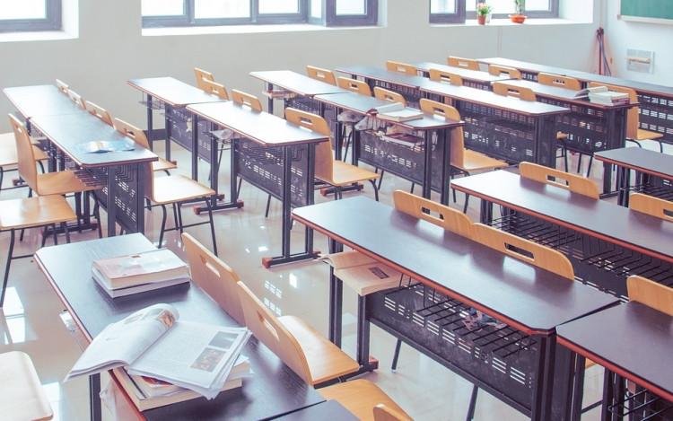 Különdíj - 100 000 Ft értékű iskola alapítványi támogatás azon iskolának aki által a legtöbb diák bekerül a legjobb 100 versenyző közé