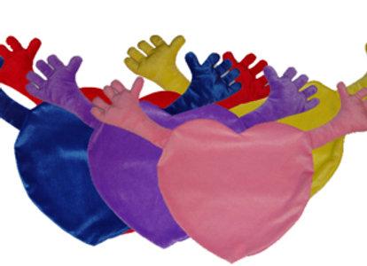 כרית לב עם ידיים