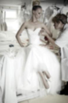 Услуги портного в свадебном салоне Topaza Pella | Красногорск | Новороссийск. Подгонка свадебного платья и мужского костюма по фигуре.