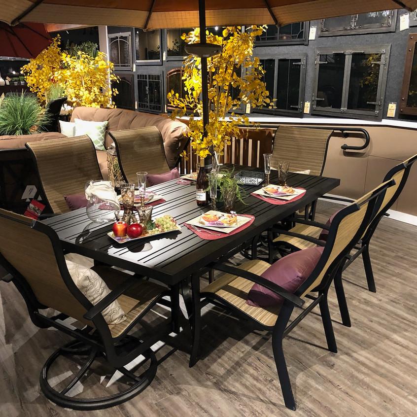 Woodard Tri-Slat Dining Set