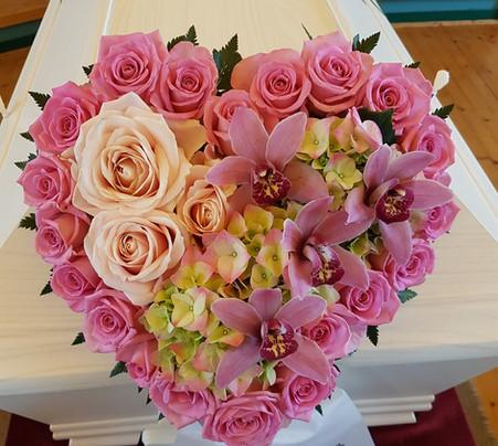 Hjerte med ulike blomster