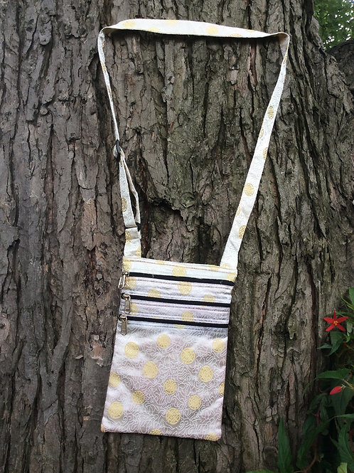 Bag in white satin with zippered pockets(4)