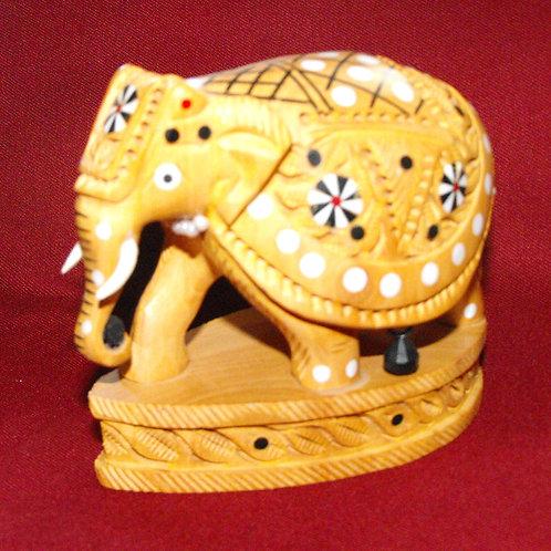 Éléphant de bois sculpté avec incrustations
