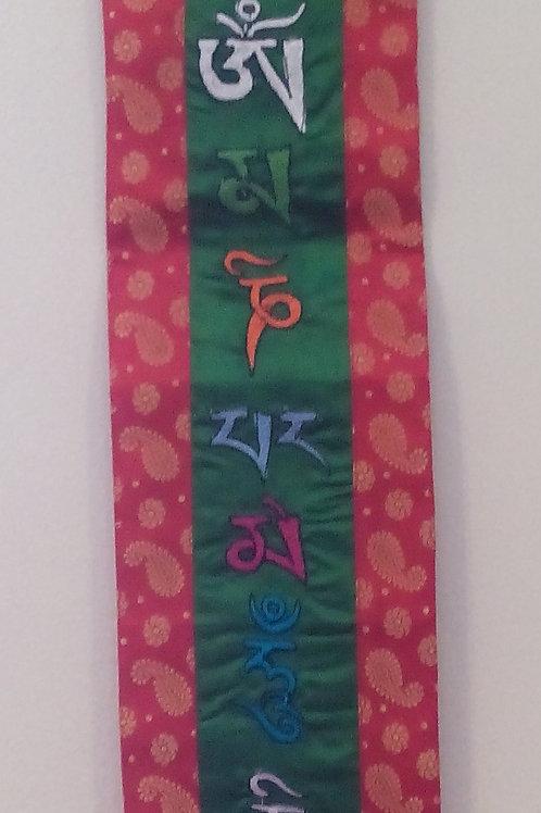 Bannière murale vert/rouge Mantra Mani
