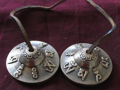 Thingsha en métal Mantra mani (mini-cymbales)