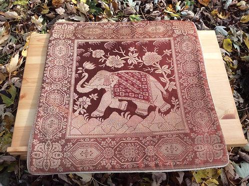 Couvre-coussin rouge-or avec motif éléphant (2)