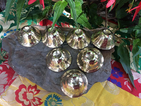 Bowls(7) for offerings in polished brass (7.5 cm)