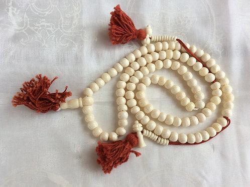 Mala bouddhiste en os blanc