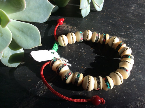Bracelet handmade in Tibet, bone beads incrusted