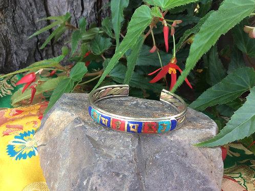 Bracelet ajustable avec mantra de compassion incrusté Omh Mani Pémé Houng