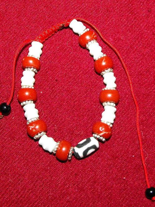 Bracelet Dzi avec perles rouges et blanches