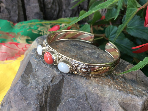 Cuff bracelet in 3 metals from India, adjustable with moonstone