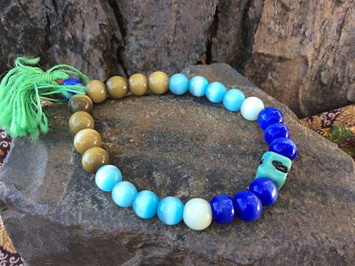 Bracelet of beige and blue glass beads on elastic string