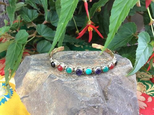 Bracelet ajustable en métal avec des pierres semi-précieuses
