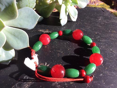 Bracelet de billes de pierres et verres, rouges et vertes