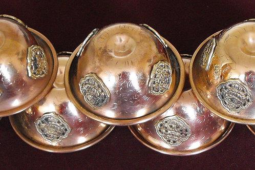 Bols(7) d'offrande en cuivre avec médaillons